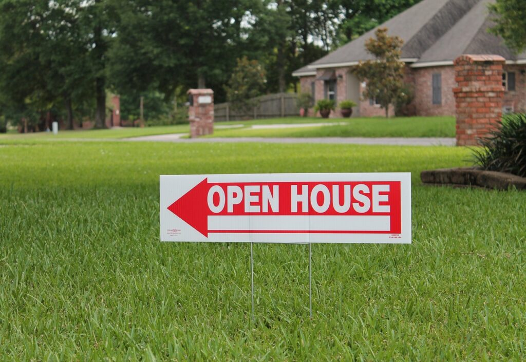 Open house sign outside of property