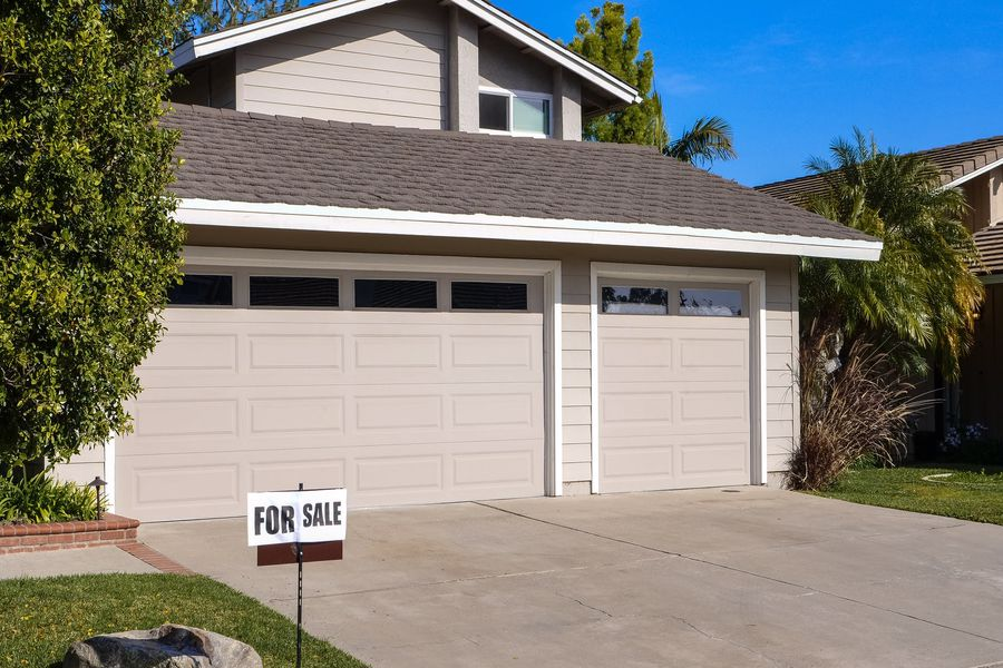 Phoenix house up for flat fee real estate sale